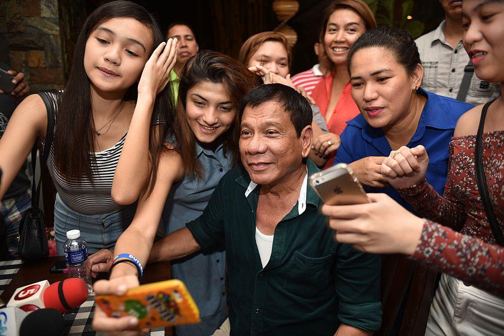 Rodrigo Duterte with women