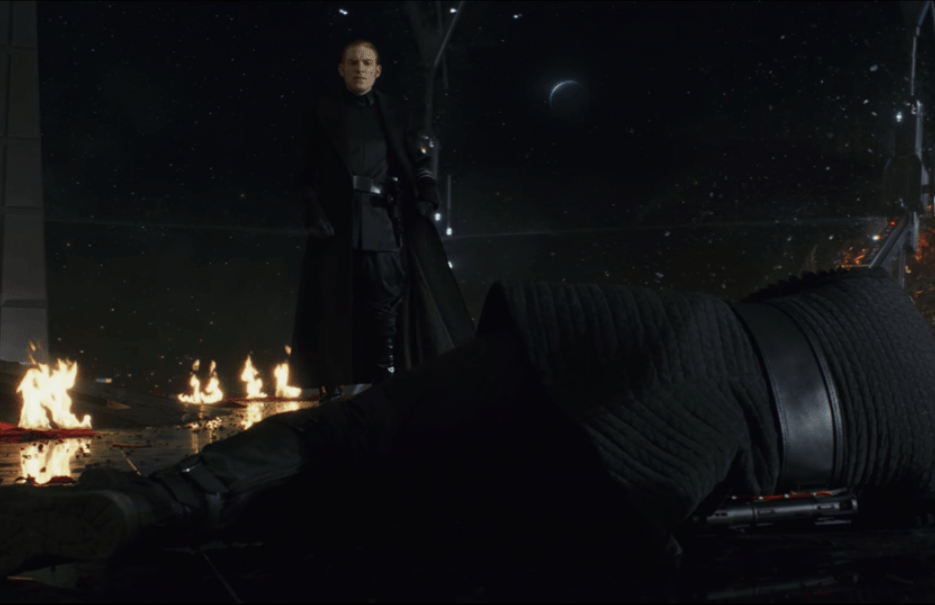 Hux nearly murders Kylo Ren