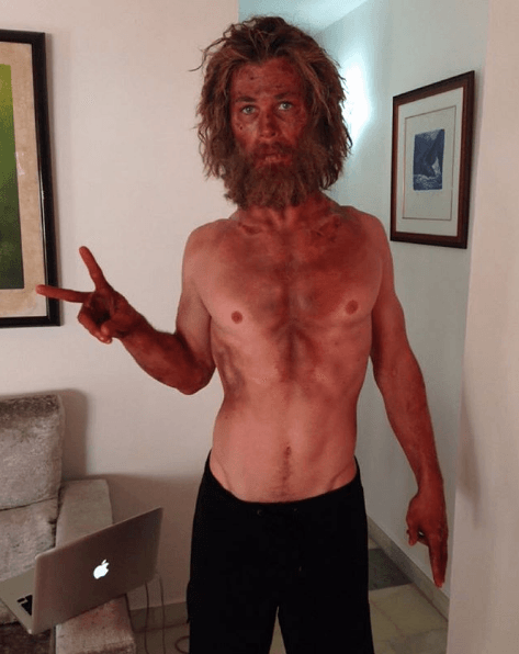 "Chris Hemsworth shows off his weight loss for ""In the Heart of the Sea"""