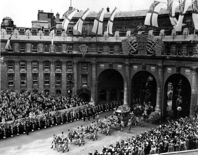 Queen Elizabeth II's coronation procession goes from Westminster Abbey to Buckingham Palace