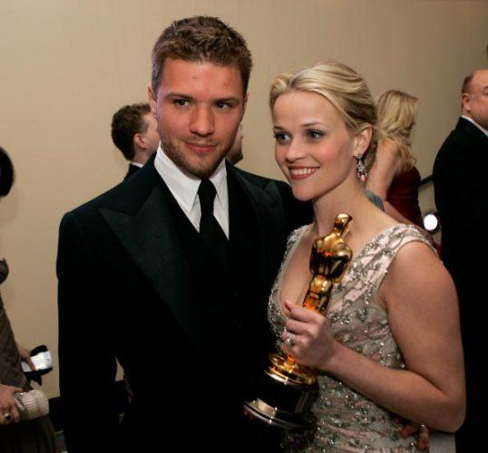 Reese Witherspoon poses with her Oscar and husband Ryan Phillipp