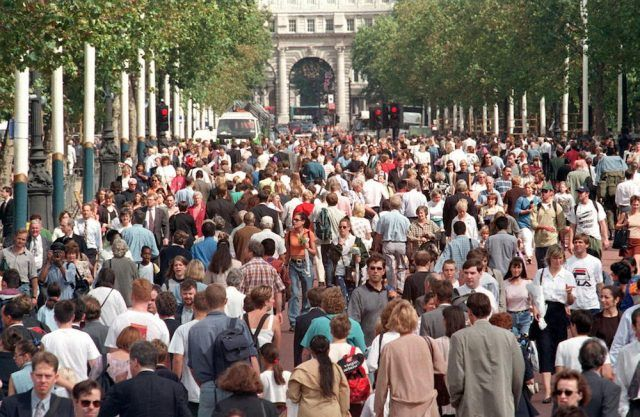The crowded scene at The Mall as members of the public make their way to and from St. James's Palace and Buckingham Palace to pay their respects to Diana, the Princess of Wales
