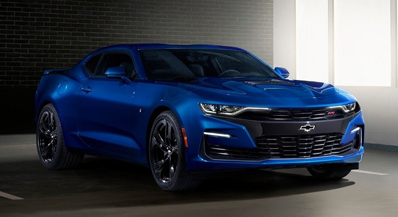 "2019 Camaro's front fascia features a ""flowtie"" open bowtie grille emblem and aero-enhancing air curtains, plus specific headlamps with new LED signature and extractor-style hood."