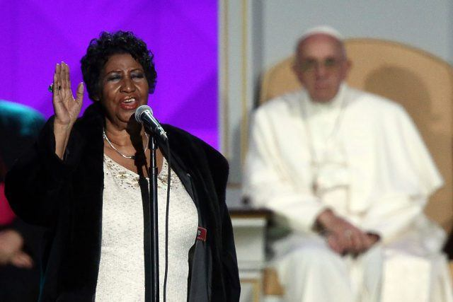 Pope Francis watches Aretha Franklin perform