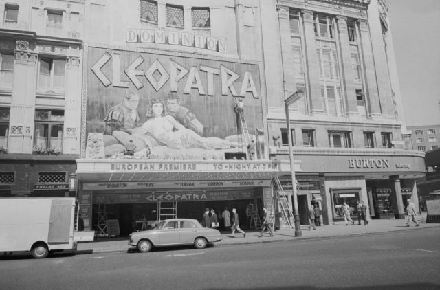 A frontal view of Dominion Cinema theatre on Tottenham Court Road hosting the European premiere of 'Cleopatra' in 1963