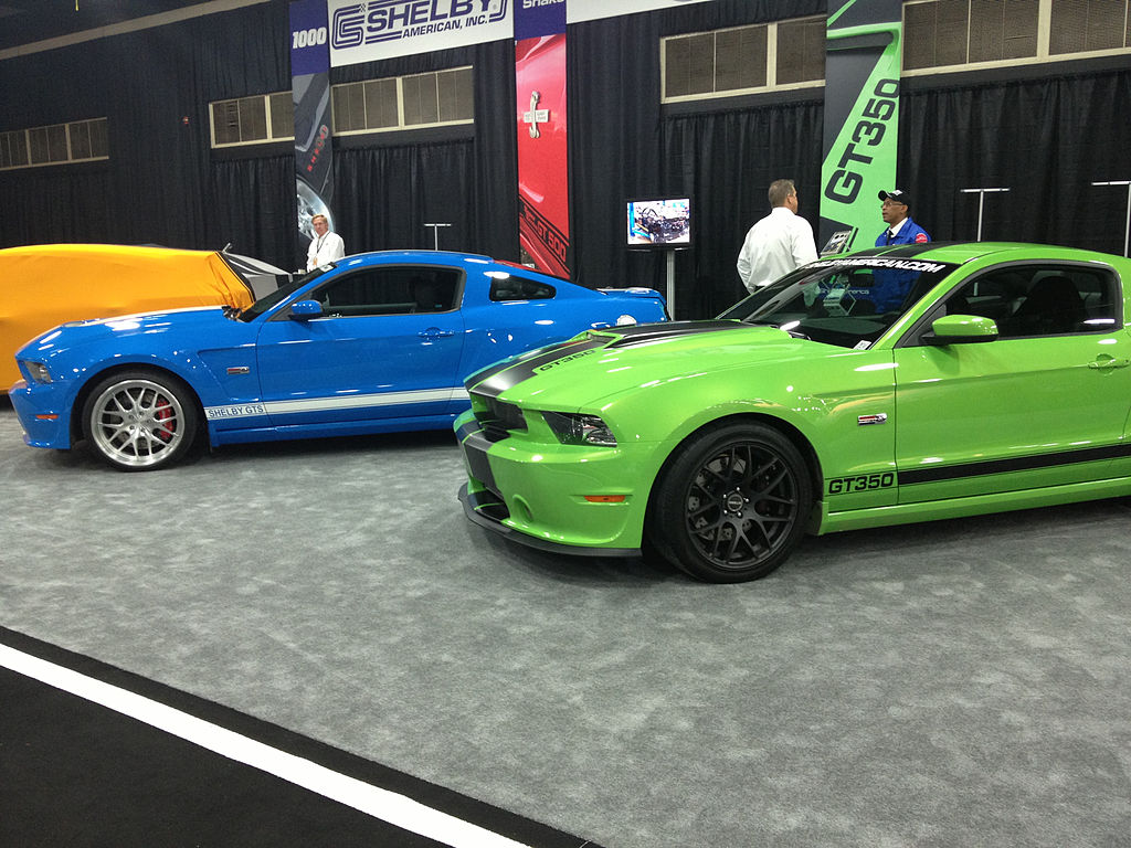 2013 Shelby GTS (left) and GT350