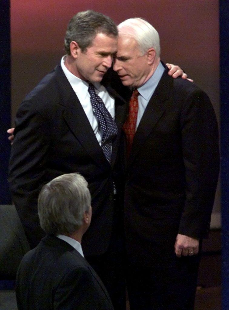 Republican presidential hopefuls Texas Gov. George W. Bush (L) and Arizona Senator John McCain (R)
