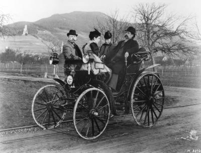Karl and Bertha Benz-with their daughter Klara in 1894
