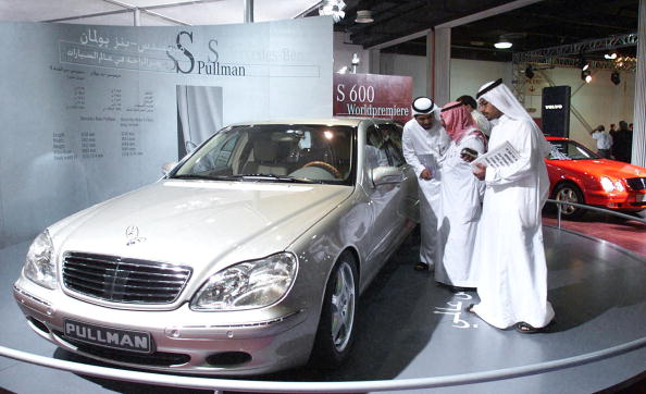 Emirati visitors to the 5th Dubai motor show get a close look to the newly launched Mercedes Benz S-class Pullman which was unveiled at a world premiere show in Dubai 10 November 1999.