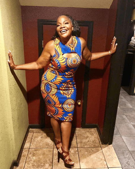 Mo'nique posing post-weight loss