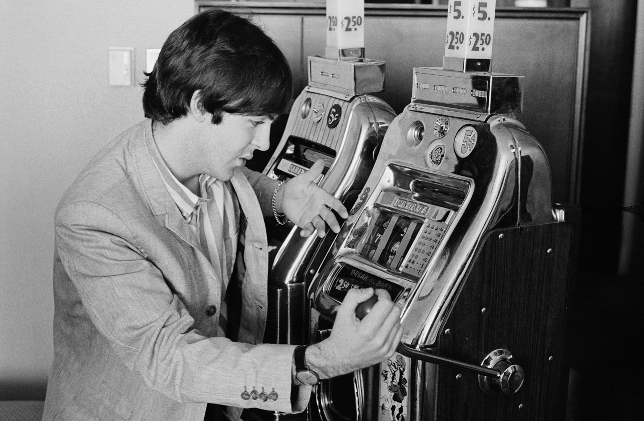 Paul McCartney plays the slots in Las Vegas