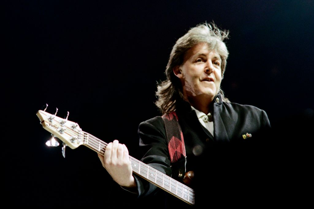 Paul McCartney performs on November 6, 1989 in Lyon, France
