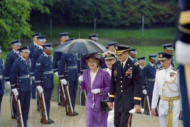 Queen Elizabeth II and Prince Philip visit the Tomb of the Unknowns in Arlington National Cemetery