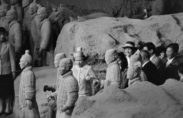 Queen Elizabeth II takes a close look at the terra-cotta warriors at the Museum of the Qin Dynasty during her visit to Xi'an