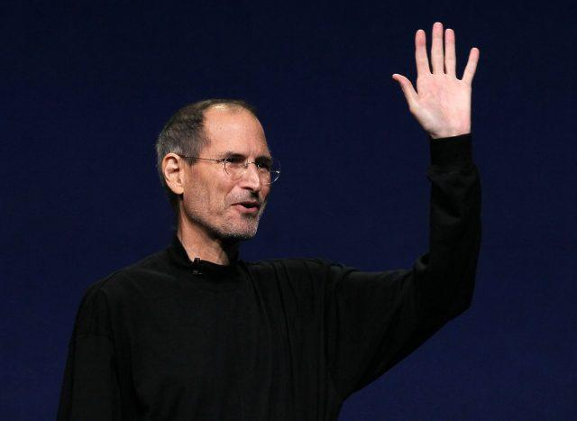 Steve Jobs introduces the iPad 2