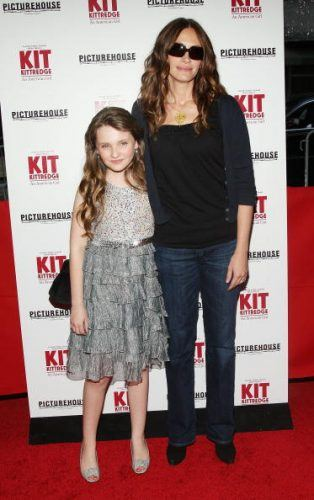 "Actress Abigal Breslin and actress/producer Julia Roberts attend the premiere of ""Kit Kittredge: An American Girl"""