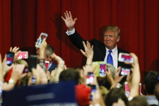 Donald Trump waves to the crowd at a fundraising event