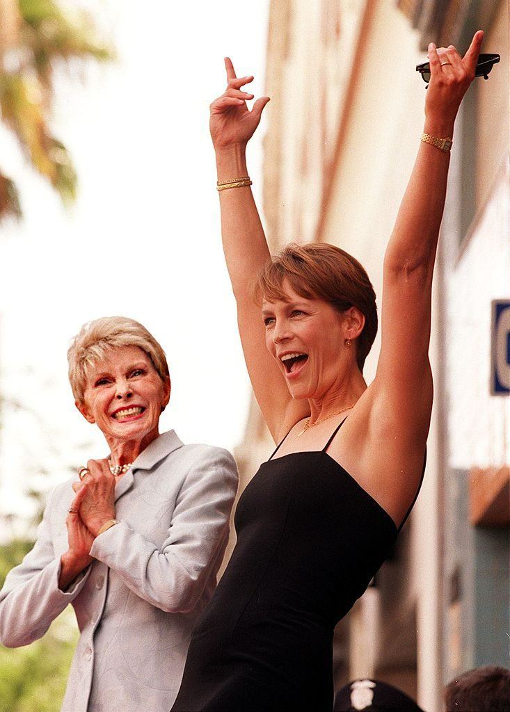 Jamie Lee Curtis (R) reacts as she is honored with a star on the Walk of Fame