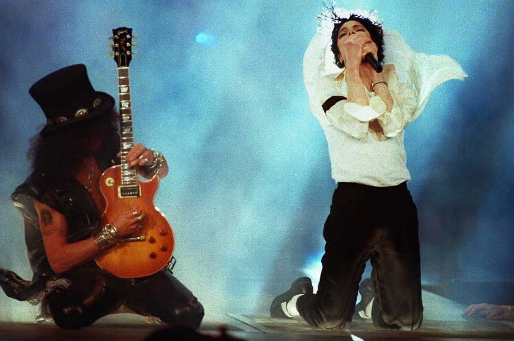 Michael Jackson performs with Slash