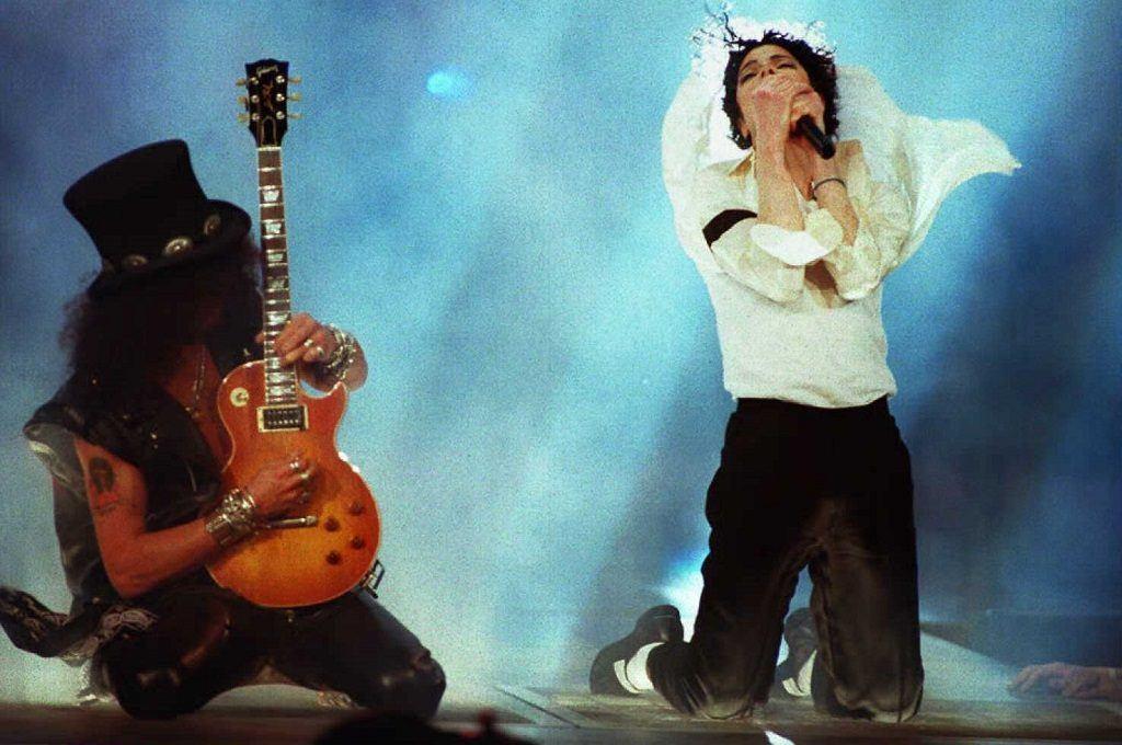 Michael Jackson performs with Slash