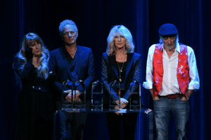 Why Lindsey Buckingham Is Reportedly Feuding with Fleetwood Mac Again