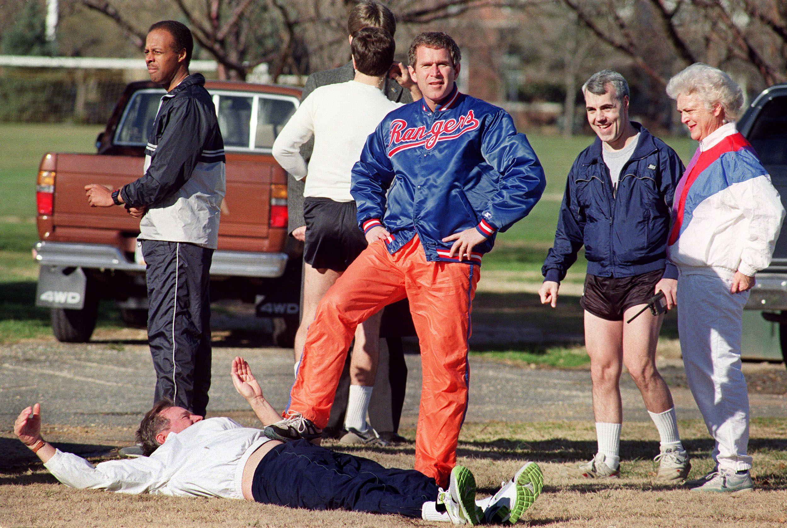 Secret Service agents with George H.W. Bush, George W. Bush, and Barbara Bush 1990