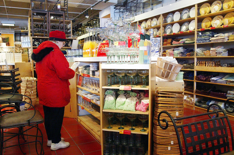 Pier 1 Imports shopper
