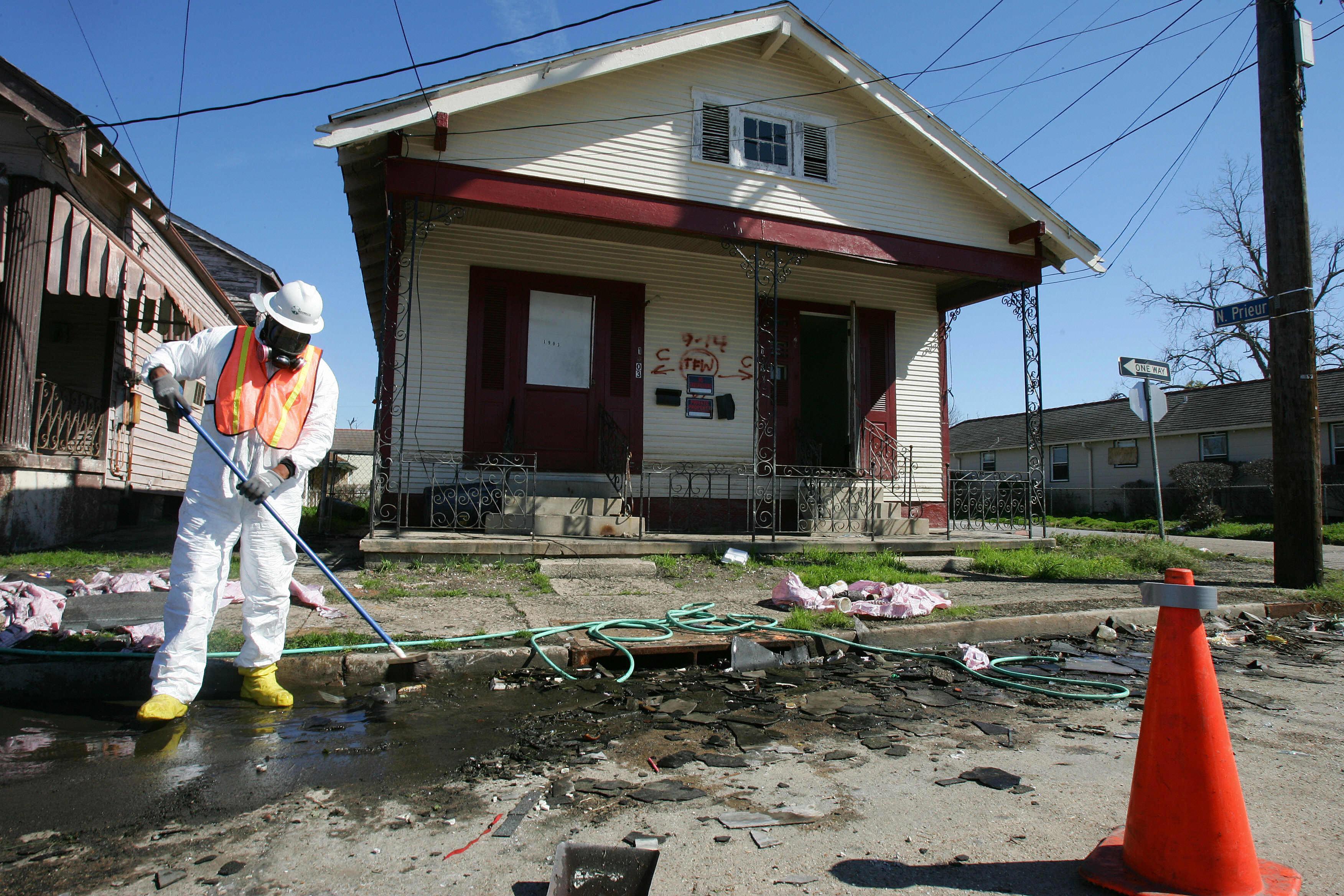 Abestos dangers, asbestos deaths, New Orleans Katrina cleanup 2006