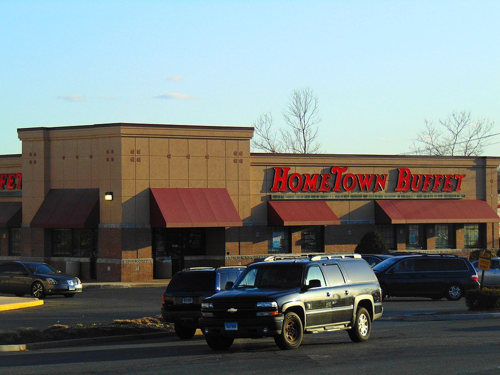 The parking lot of a HomeTown Buffet indicates how much it's struggling.