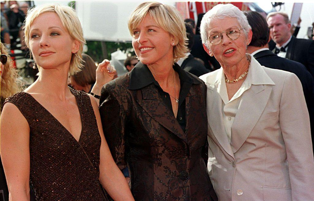 Ellen DeGeneres (center) with Ann Hache and her mother