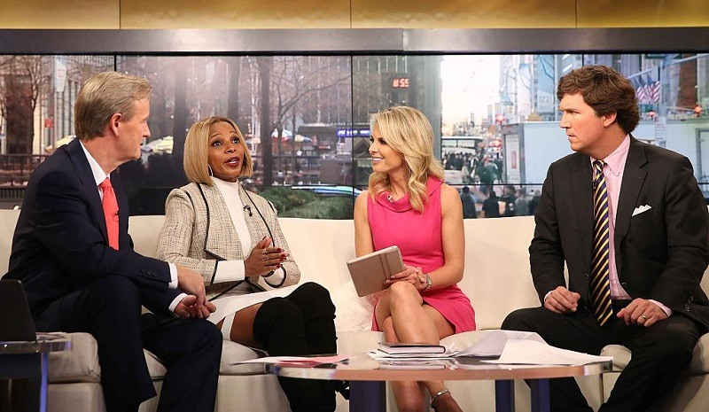 Steve Doocy, Mary J. Blige, Elisabeth Hasselbeck, and Tucker Carlson appear on 'Fox & Friends' at FOX Studios on November 20, 2015 in New York City.
