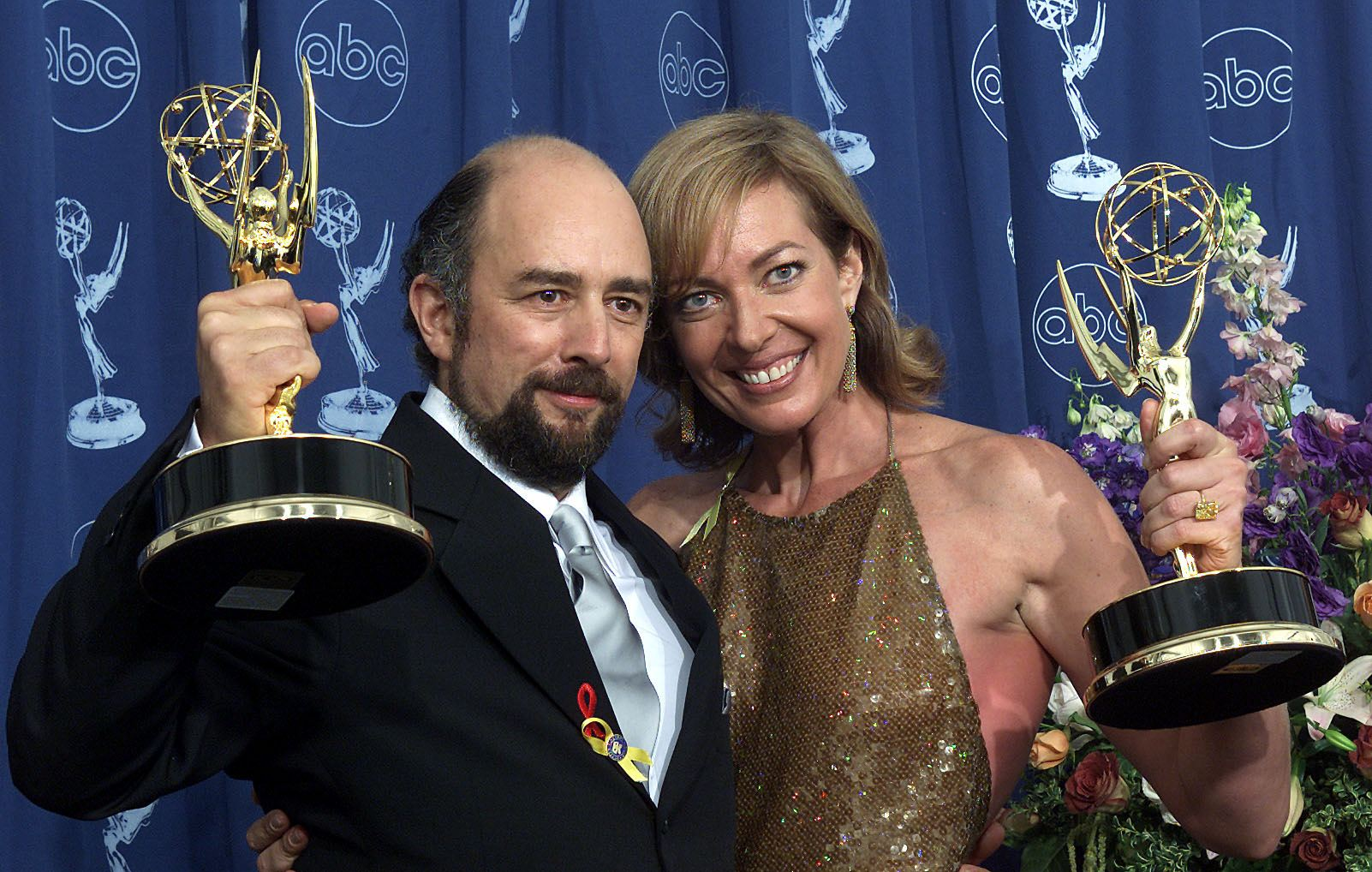 Richard Schiff (left) with his Primetime Emmy award in 2001.
