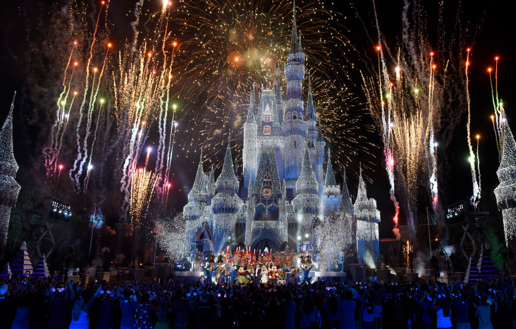 How To Watch The Disney World Fireworks Live This New Year S Eve