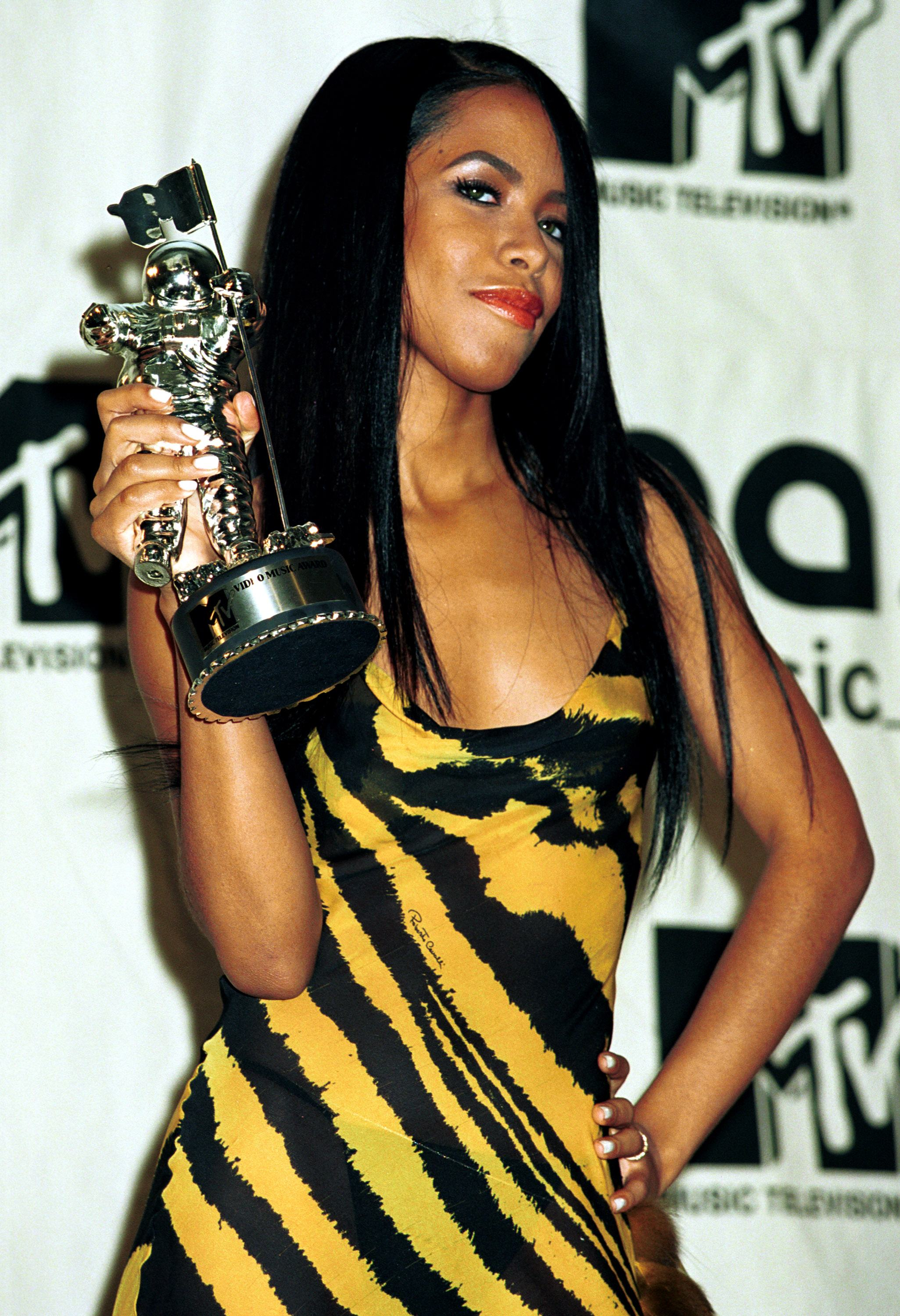 Aaliyah wins the MTV Award for Best video from a film September 7, 2000 at the MTV Awards at Radio City Music Hall in New York City.