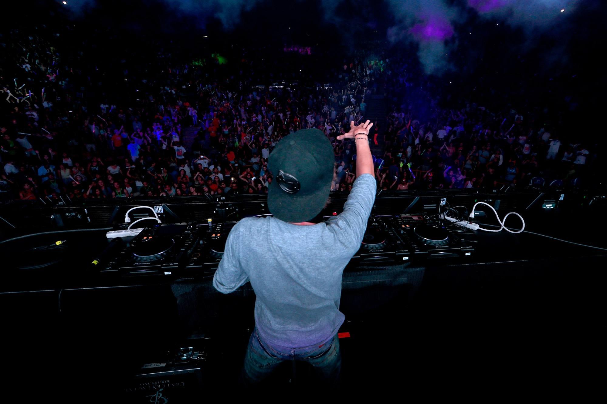 Avicii plays live in 2014