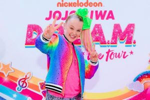 How Old Is JoJo Siwa From 'Dance Moms' Now and What Is She Doing in 2019?