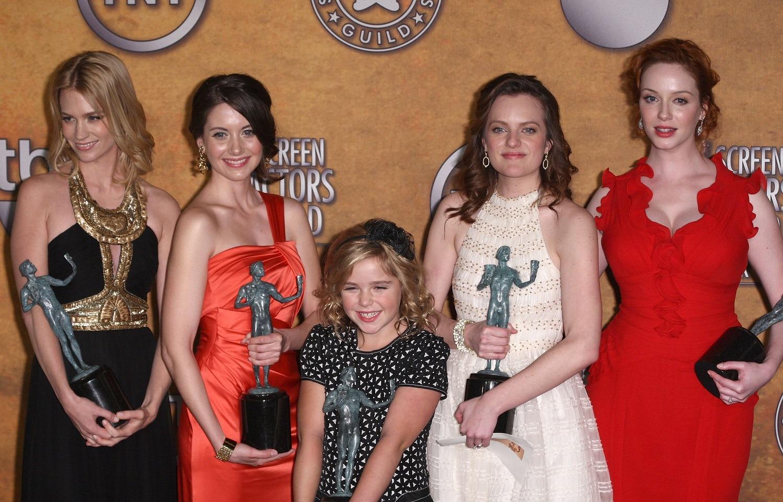 Kiernan Shipka (middle) with her 2009 Screen Actors Guild Award.