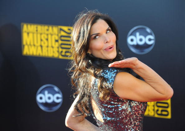 Extra host / actress Lauren Sanchez arrives at the 2009 American Music Awards at Nokia Theatre L.A. Live on November 22, 2009 in Los Angeles, California.