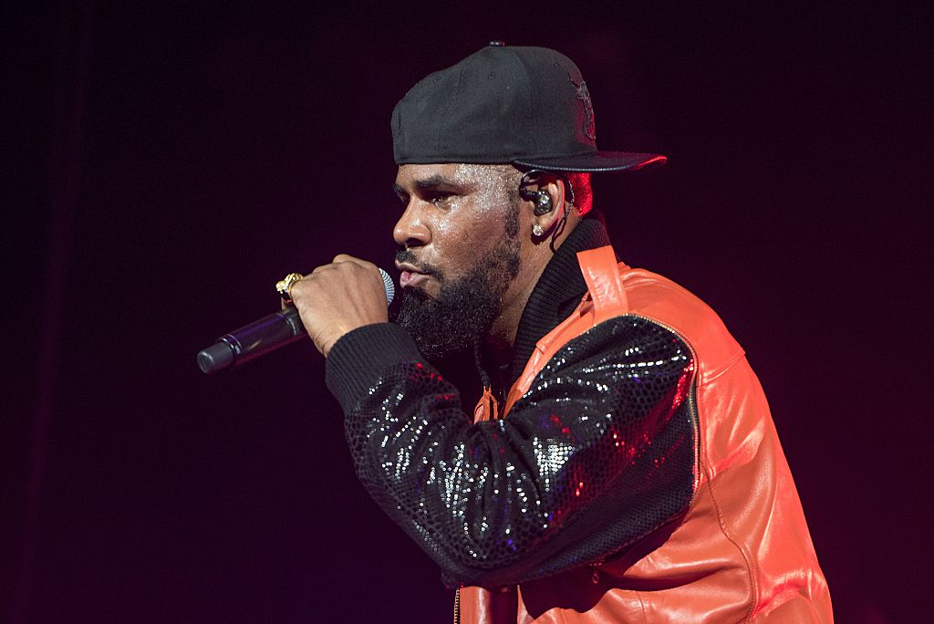 R. Kelly holding a microphone at a concert