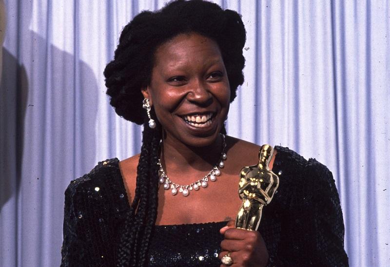 Whoopi Goldberg receives an Oscar at the 63rd Academy Awards on March 25, 1991 | John Barr/Liaison