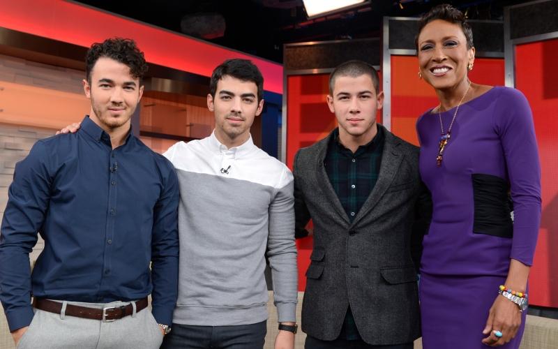 Kevin Jonas, Joe Jonas, Nick Jonas, Robin Roberts