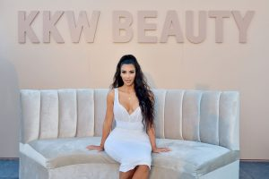 Does Kim Kardashian Pay The Paparazzi To Photoshop Her Pictures?