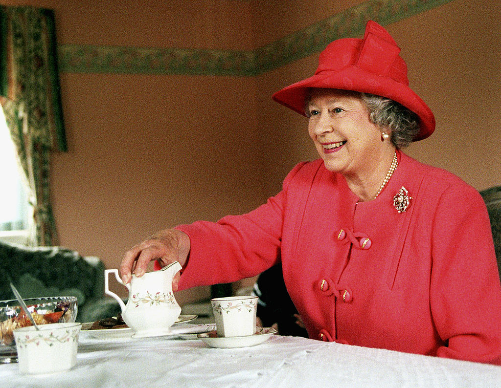 Queen Elizabeth has tea
