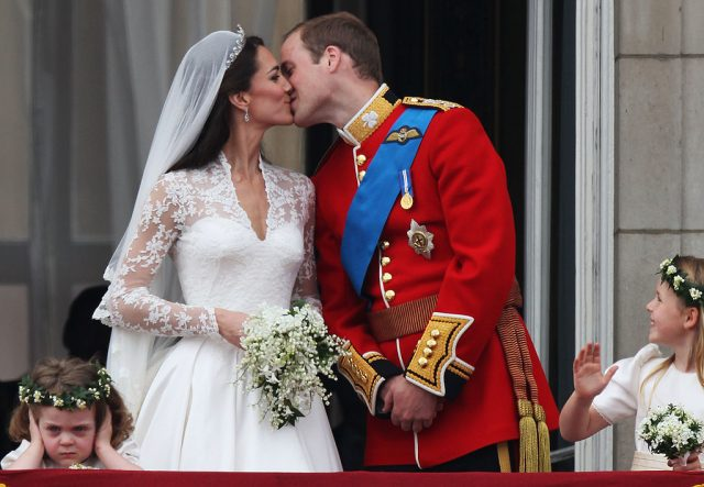 Kate Middleton and Prince William kissing on balcony at Buckingham Palace after wedding.