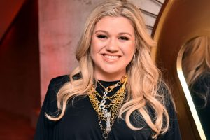 Kelly Clarkson Offers Taylor Swift Some Valuable Advice To Get The Upper Hand In Scooter Braun Controversy