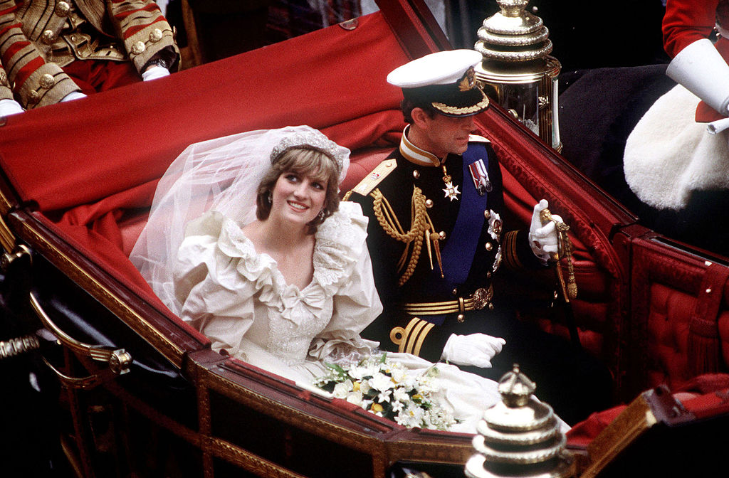 Charles And Diana Wedding.The Wedding Day Disaster Princess Diana Expertly Concealed Walking