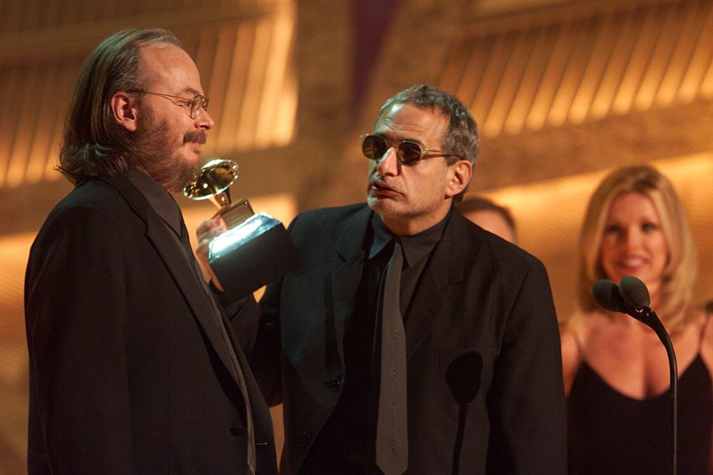 Donald Fagen (R) and Walter Becker accept the Grammy at the 2001 Grammy Awards.