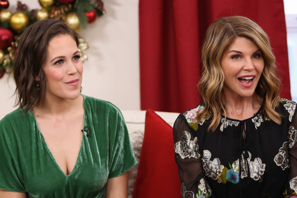 When Calls The Heart Christmas Special 2019.When Calls The Heart Fans Are Convinced Erin Krakow S