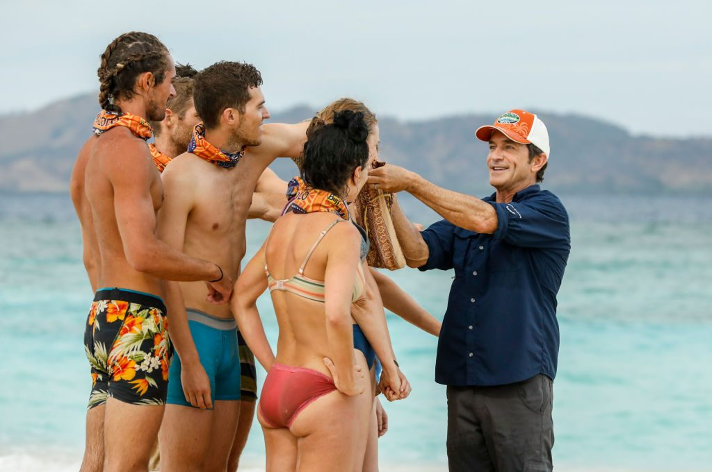 Jeff Probst and contestants on Survivor: Ghost Island
