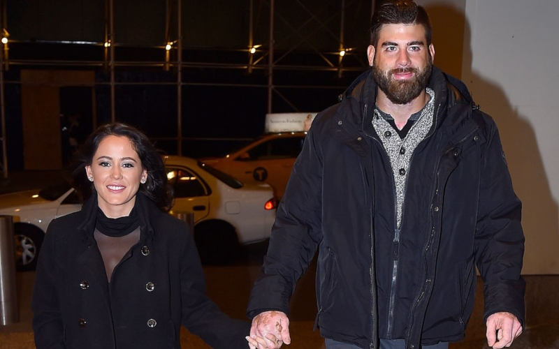 Jenelle Evans and David Eason holding hands